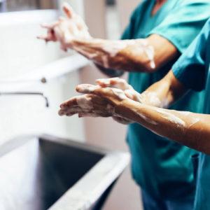 Ein Drittel der Krankenhausinfektionen ließe sich vermeiden – etwa durch bessere Hygiene (Foto: santyoan, Fotolia)