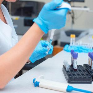 Zytotoxische und zytostatische Arzneimittel gelten als besonders überwachungsbedürftiger Abfall (Foto: salomonus_, AdobeStock)