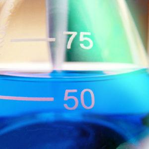 Entsorgung von Chemikalien (Foto: Schlierner, Fotolia)