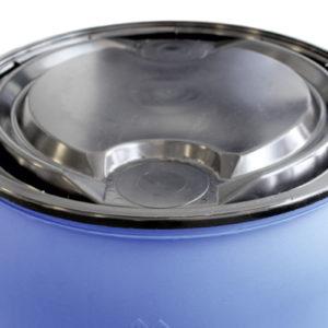 Das Primärgefäß sollte ein für Gefahrgut zugelassenes 1H2-Fass aus Kunststoff sein – geprüft für flüssige und feste Stoffe (Foto: Eva Schulz)
