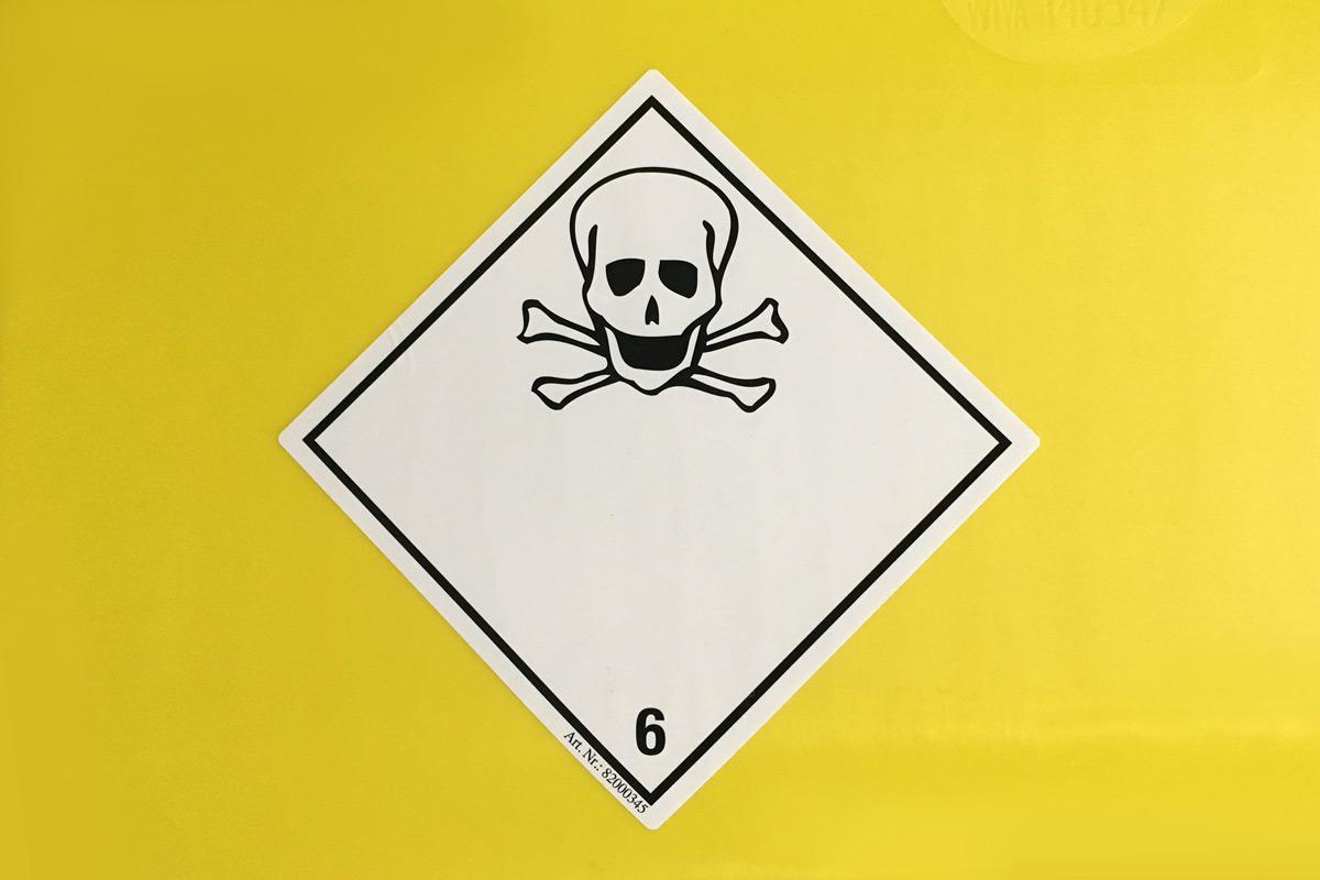 Gefahrzettel müssen genau nach den Vorschriften des ADR gestaltet sein, sonst drohen empfindliche Bußgelder. (Foto: Eva Schulz)