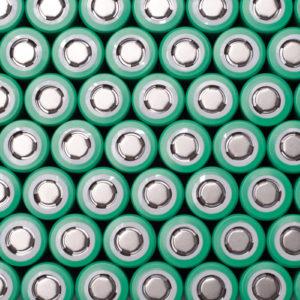 Lithium-Batterien sind mit vielen Sicherheitsrisiken verbunden, die Abfallbeauftragte genau kennen und bei der Entsorgung beachten müssen. (Foto: Bokeh Art Photo, Fotolia)