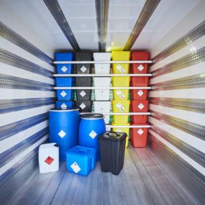 Die Notwendigkeit einer Umverpackung ergibt sich aus der Gefahrstoffverordnung und dem ADR. (Foto: Joachim Stretz)