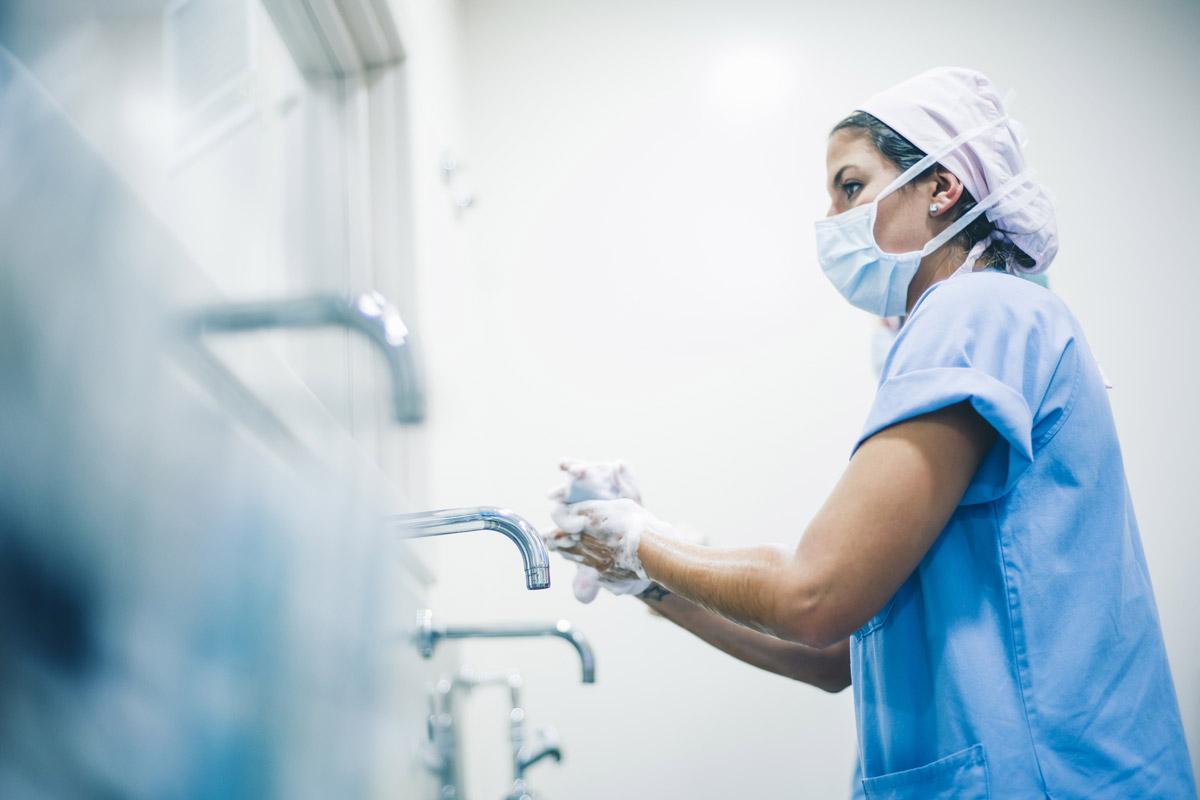 Händehygiene ist als wichtigste Maßnahme der Basishygiene integraler Bestandteil aller KRINKO-Empfehlungen. (Foto: karras6079, Fotolia)