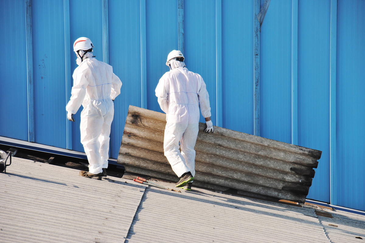 Nach der Abfallverzeichnis-Verordnung (AVV) sind alle asbesthaltigen Abfallarten als gefährliche Abfälle eingestuft. (Foto: Ecology, Fotolia)