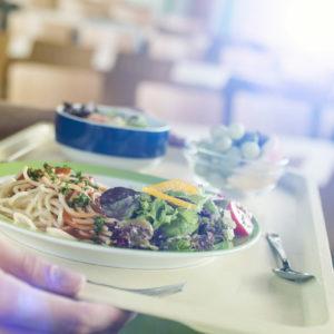 In Krankenhäusern fallen biologisch abbaubare Küchen- und Kantinenabfälle an, die gemäß Kreislaufwirtschaftsgesetz (KrWG) getrennt gesammelt und sinnvoll verwertet werden müssen. (Foto: Gerhard Seybert, Fotolia)