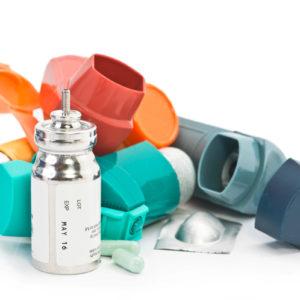 Leere Asthmadosieraerosole als Gefahrgut entsorgen (Foto: Sherry Young, Fotolia)