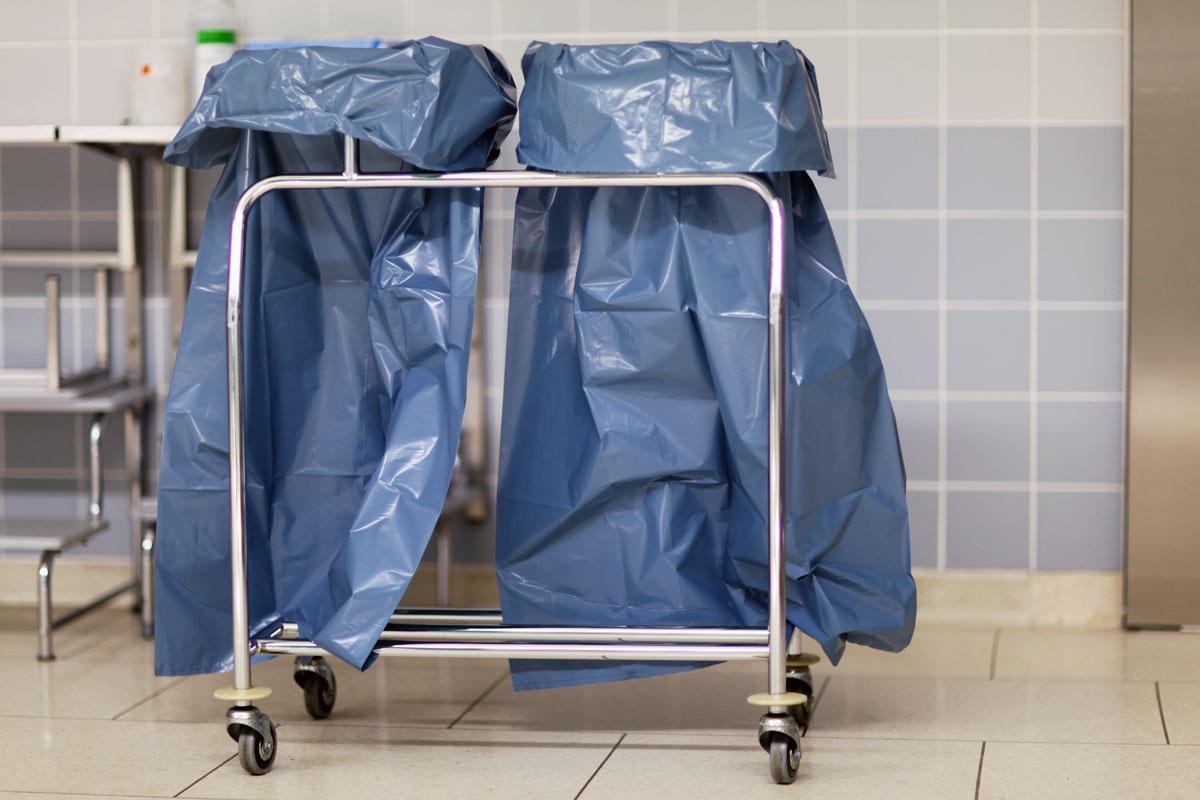 Durch bauliche Maßnahmen muss gewährleistet sein, dass eine Rein- und Unreintrennung im gesamten Bereich und in Teilbereichen der Krankenanstalt leicht möglich ist (Foto: RAM, AdobeStock)