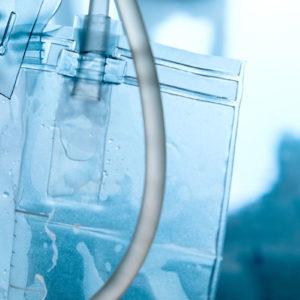 Urin ist nur in der Blase keimfrei, bei der Ausscheidung über die Harnröhre wird er mit Bakterien angereichert (Foto: ponsulak, AdobeStock)