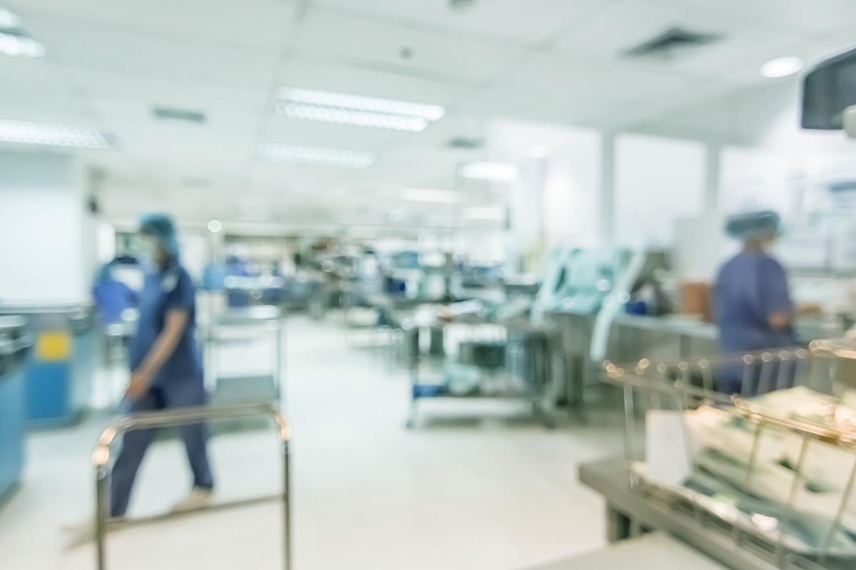 Die Arbeitsstättenverordnung regelt die Sicherheit und den Schutz der Gesundheit der Beschäftigten in Arbeitsstätten (Foto: Chinnapong, iStock)