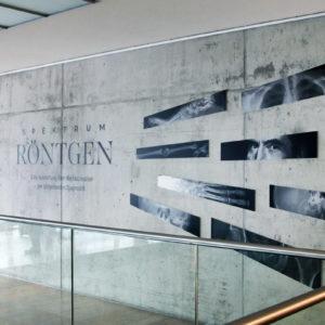 """Röntgens bahnbrechende Entdeckung legte den Grundstein für die moderne Bildgebung. Die Ausstellung """"Spektrum Röntgen"""" am UKW zeigt eindrucksvoll die Möglichkeiten und Perspektiven des Verfahrens auf (Foto: Abfallmanager Medizin)"""