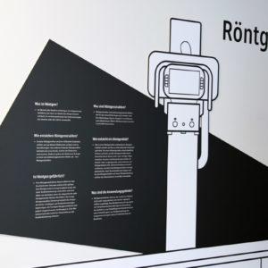 Die wichtigsten Fragen rund um Herkunft, Nutzen und Gefährlichkeit von Röntgenstrahlung verdeutlicht den Besuchern ein Schaubild in den Fluren (Foto: Abfallmanager Medizin)