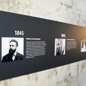 Vor 125 Jahren entdeckte W.C. Röntgen in Würzburg die nach ihm benannten Röntgenstrahlen. Zur Geschichte der Röntgentechnologie kann man sich derzeit im Uniklinikum Würzburg informieren (Foto: Abfallmanager Medizin)