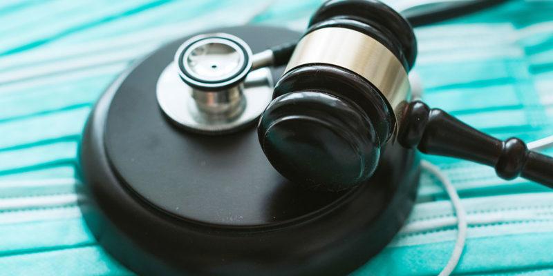 Aufgrund der Corona-Pandemie wurde das Infektionsschutzgesetz Ende 2020 an vielen Stellen angepasst (Foto: Teeradej, AdobeStock)