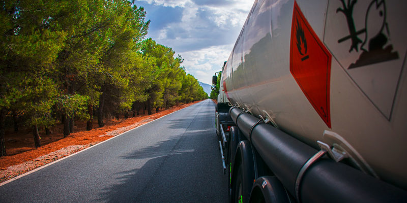 ADR 2021: Neue Gefahrgutvorschriften für die Beförderung auf der Straße (Foto: M. Perfectti, AdobeStock)