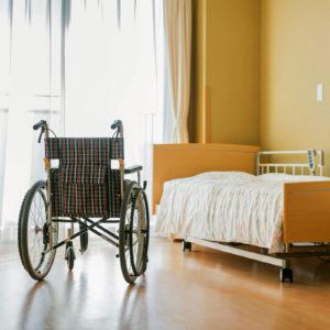 Die Empfehlung bündelt Maßnahmen zur Prävention nosokomialer Infektionen in Pflegeeinrichtungen (Foto: byryo, iStock)